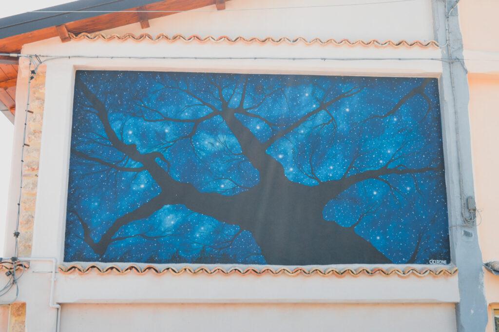 murale albero cosmico aielli