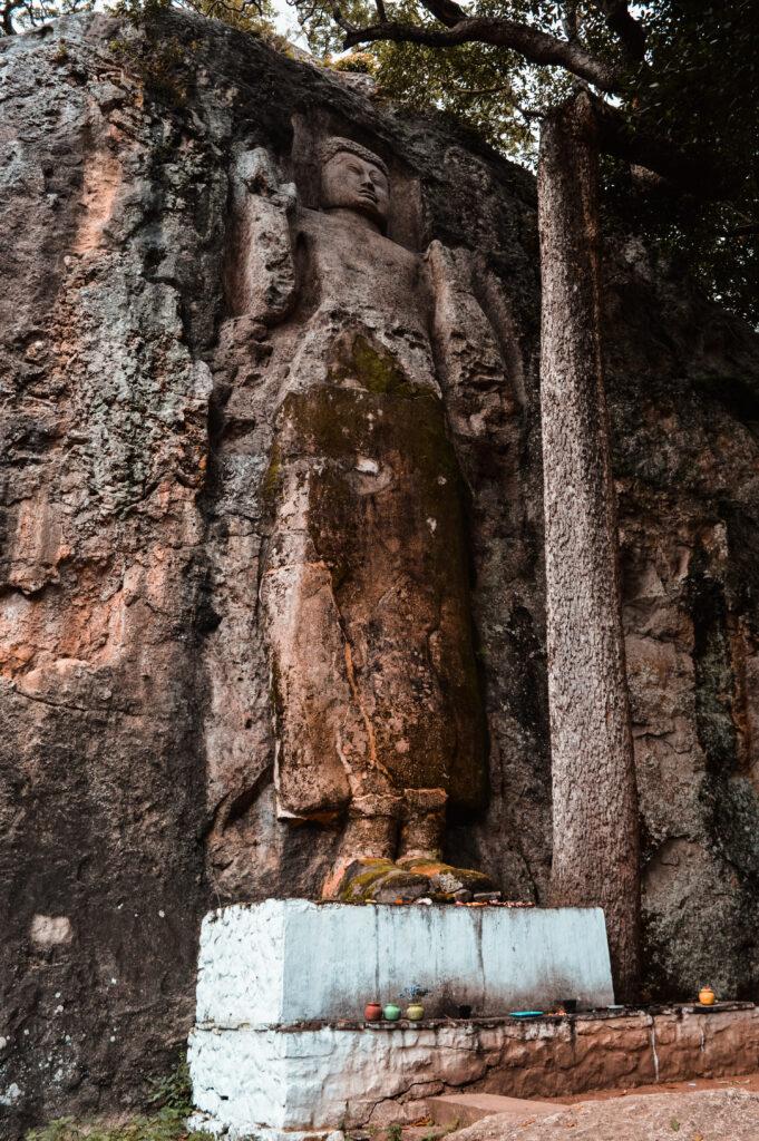 ella dhowa rock temple