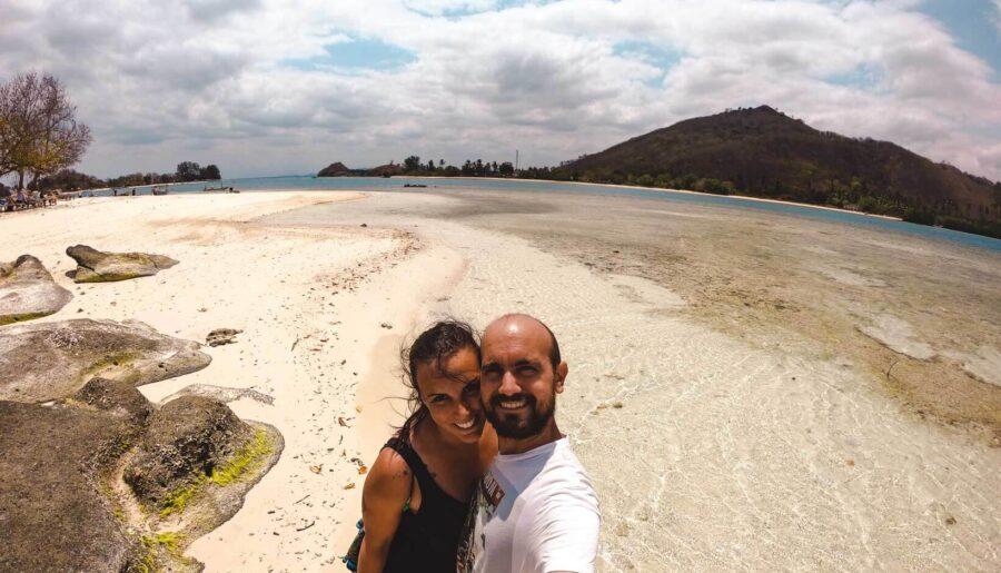 Storie di viaggiatori: Giulia ed Ale, dal posto fisso al volontariato in India